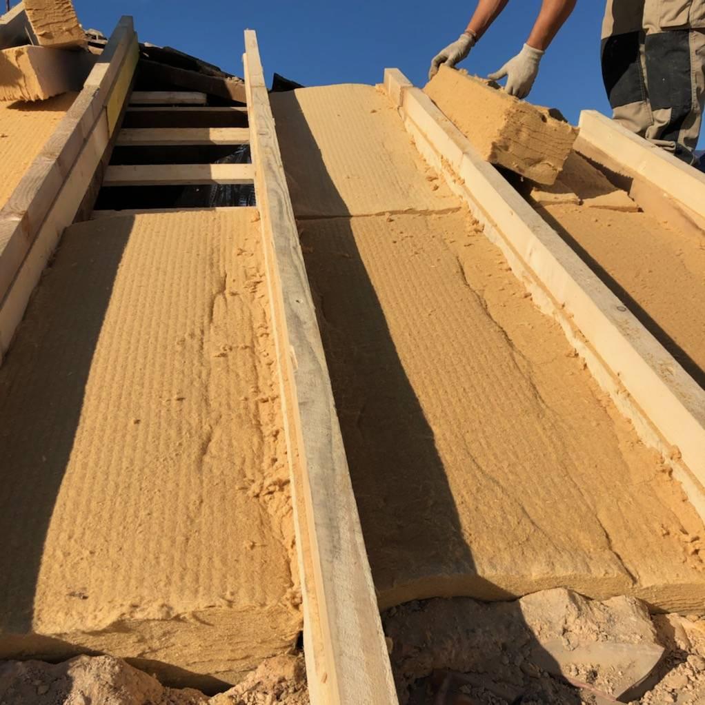 Le bois est-il un bon isolant pour les toitures en Provence? - Pose et réparation toiture et ...