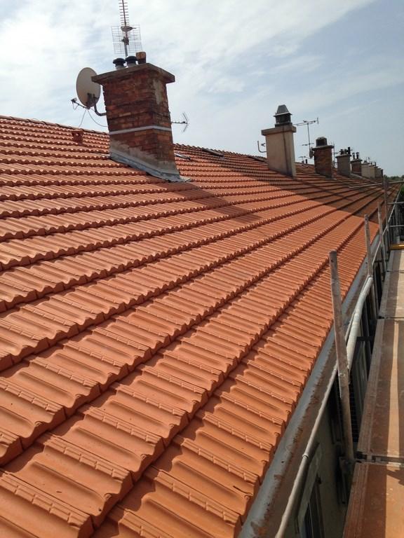 R novation d 39 une toiture d 39 un immeuble salins de giraud for Renovation d une toiture