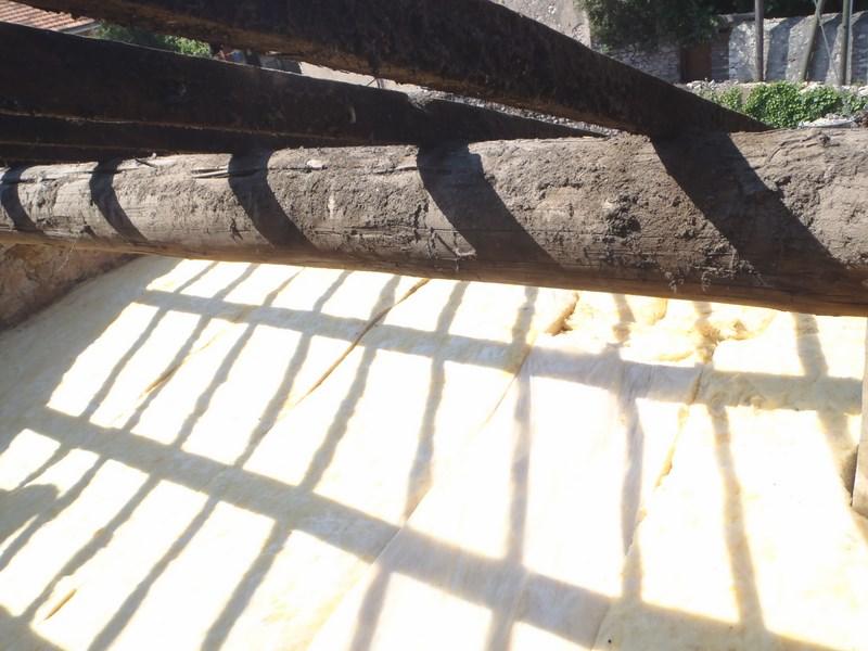 Isolation de vos toitures avec la laine de verre ou laine de roche pose et - Laine de verre ou laine de bois ...