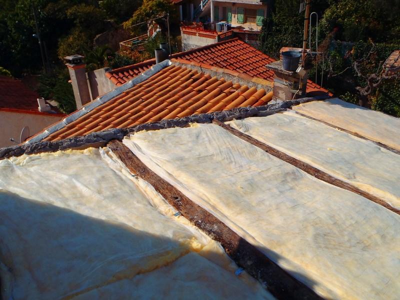 Isolation de vos toitures avec la laine de verre ou de roche altitude bois - Laine de bois ou laine de roche ...