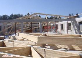 charpentes en fermettes immeuble aux pennes mirabeau pose et r paration toiture et charpente. Black Bedroom Furniture Sets. Home Design Ideas